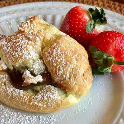 Cream Puff with Mocha Pudding Filling